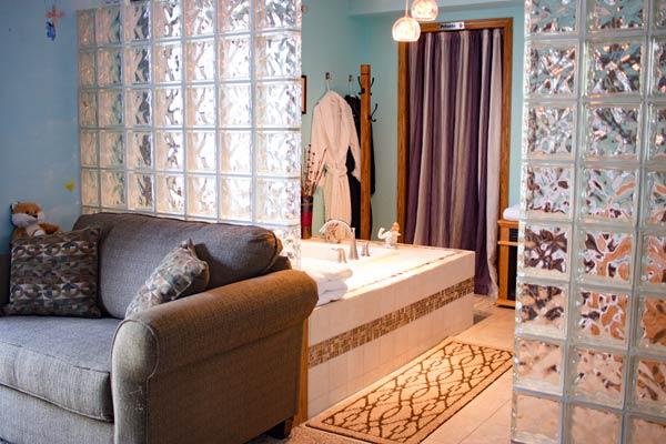 Guest Suite bathtub
