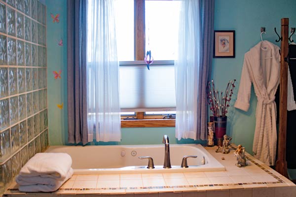 Guest Suite bathtub
