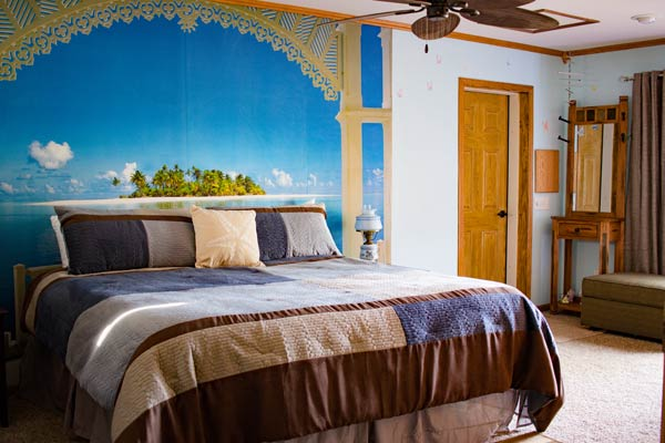 Suite Bedroom with wall mural of beach